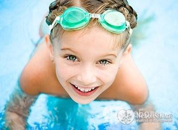 чем полезен бассейн для ребенка 2 лет