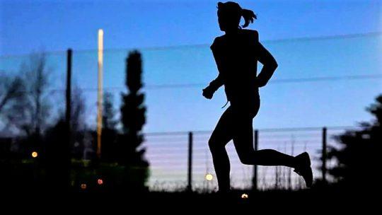чем полезен бег для женщин вечером для похудения