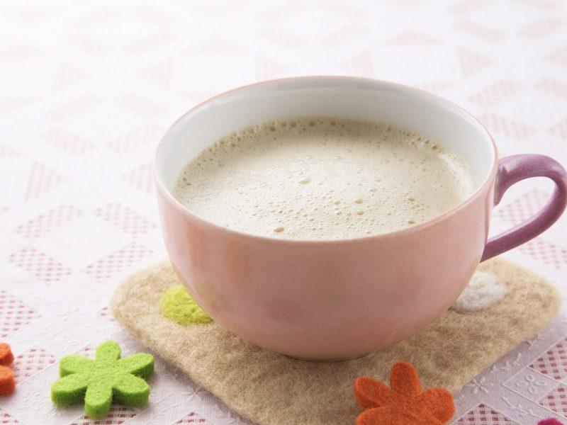 чем полезен зеленый чай с молоком для женщин