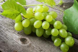 чем полезен зеленый виноград без косточек для женщин