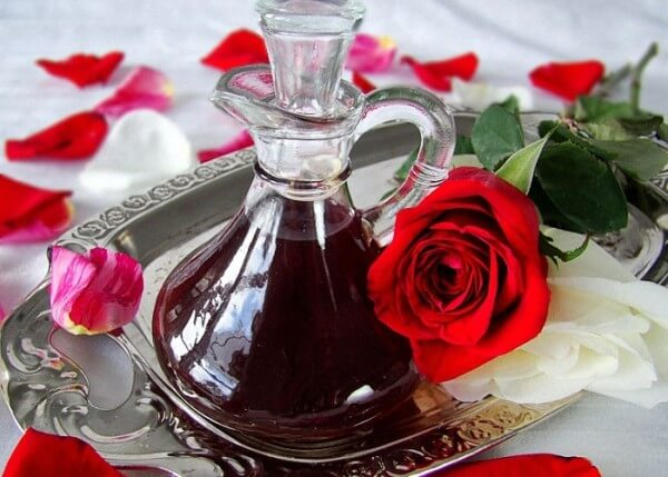 настойка из лепестков роз на водке полезные свойства