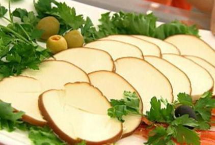 польза и вред колбасного сыра копченого