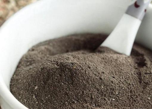 чем полезна черная глина для лица и тела