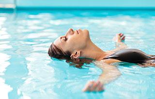 чем полезно плавать в бассейне для женщин