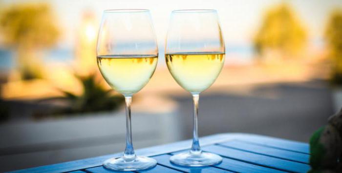 белое полусухое вино польза и вред