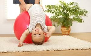 чем полезен массаж для ребенка до года