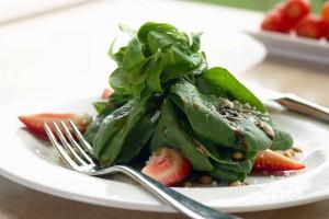 чем полезен шпинат и какая норма в день