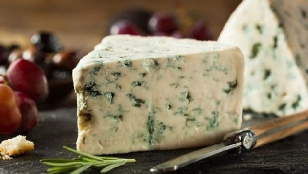 чем полезен сыр с голубой плесенью дор блю