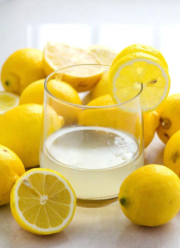 чем полезен вода с лимоном по утрам натощак