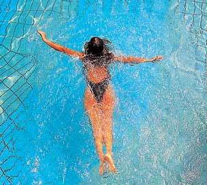 плавание для позвоночника польза и вред