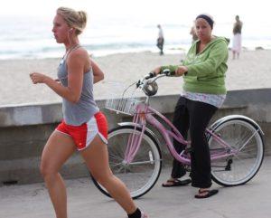 что полезней ходьба пешком или езда на велосипеде