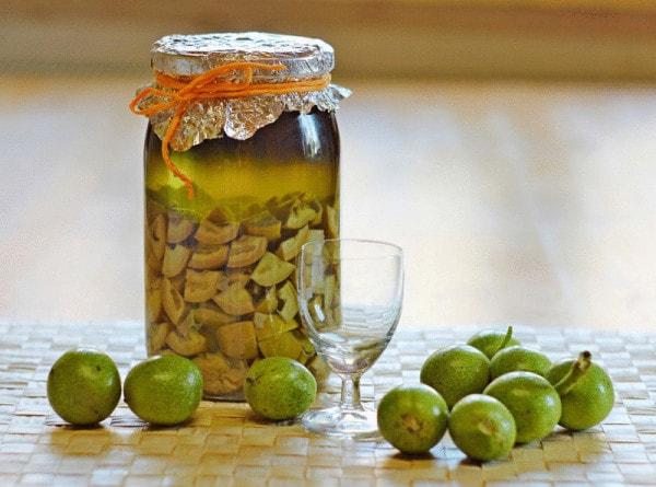 грецкий орех на спирту полезные свойства и противопоказания