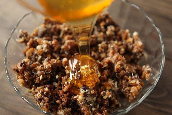 грецкий орех с медом для чего полезен