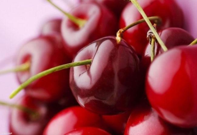 какие витамины в вишне и чем она полезна